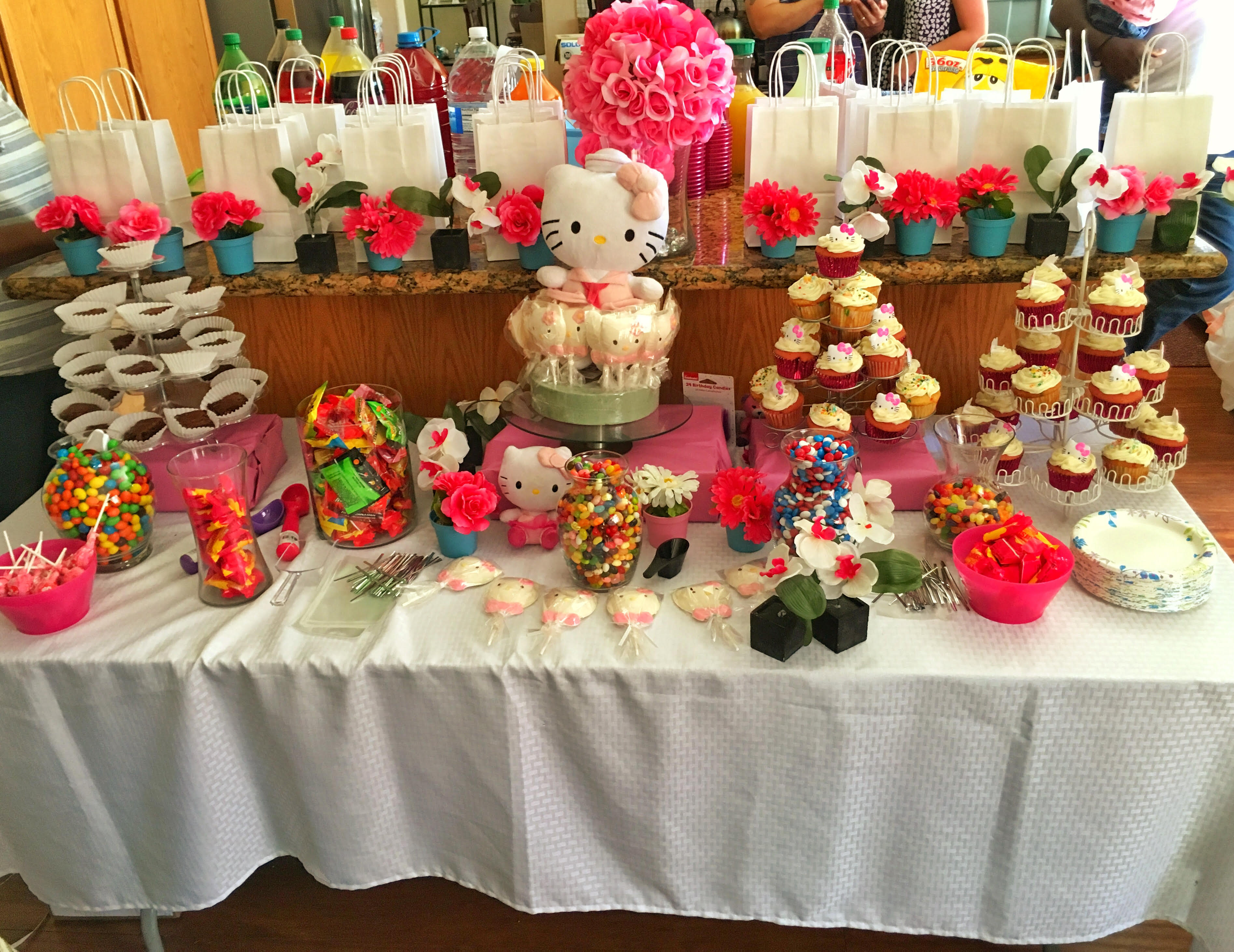 Hello Kitty Candy Table