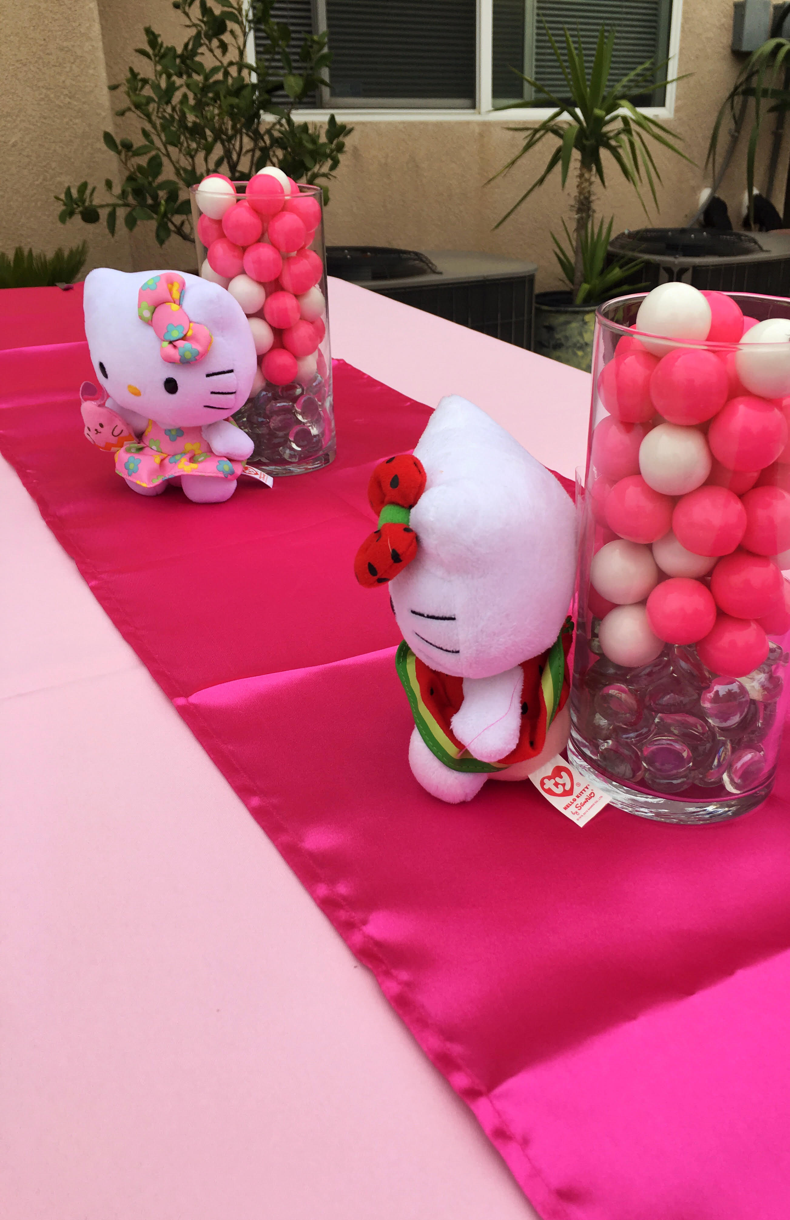 Hello Kitty Center pieces